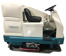 Tennant 7200 Ride On Riding Floor Scrubber 038