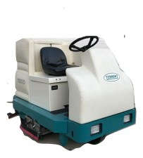 Tennant 7200 Ride On Riding Floor Scrubber 04
